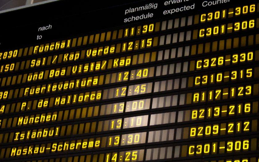 Abflugtafel Flughafen Hannover