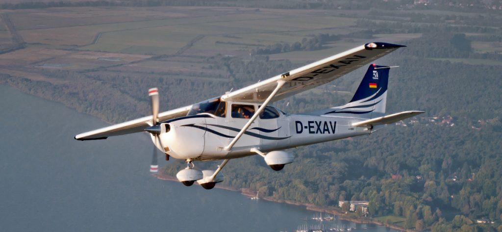 Bild: Kleinflugzeug aus der Luft aufgenommen
