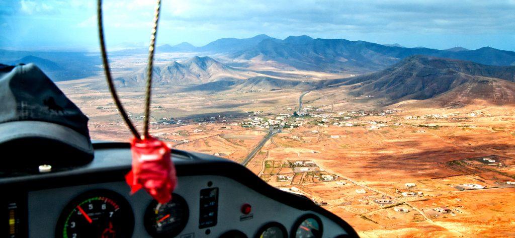 Bild: Cockpit Flugzeug über Fuerteventura