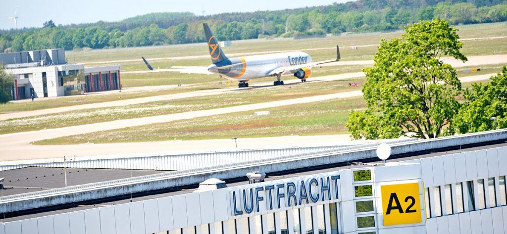 Bild: Flugzeug und Luftfracht