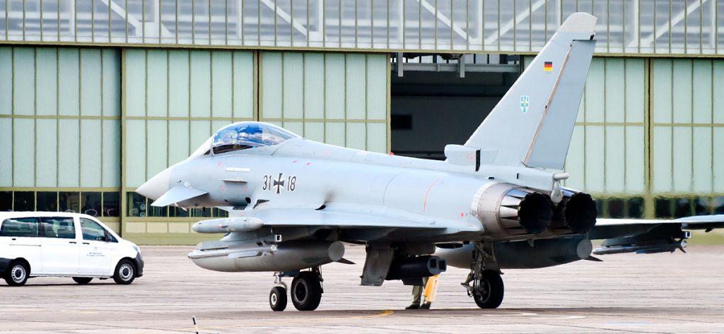 Bild: Eurofighter am Hangar