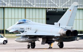 Bild: Eurofighter am Hangar