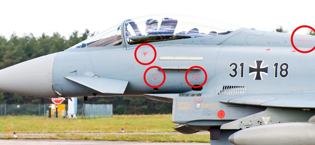 Bild: Eurofighter mit Warnhinweisen