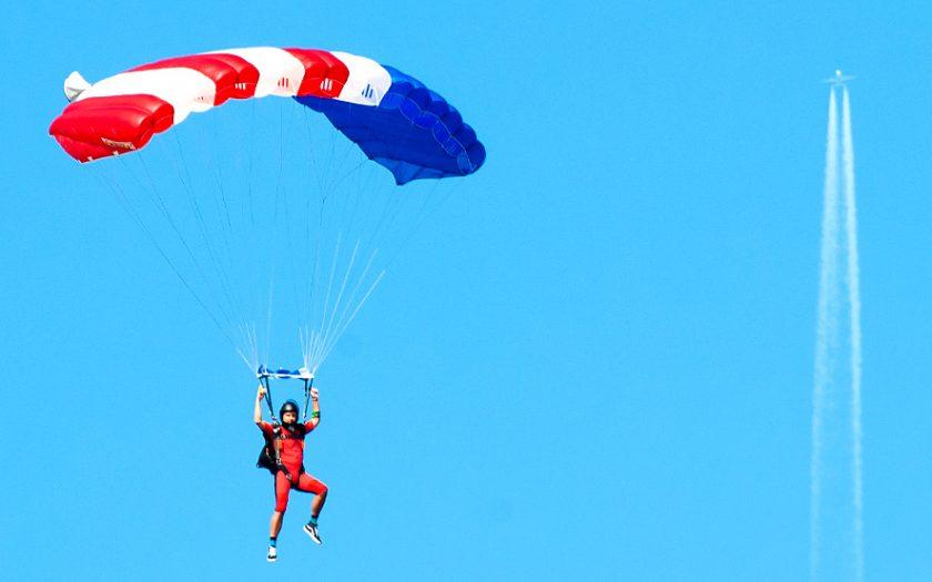 Bild: Fallschirmspringer