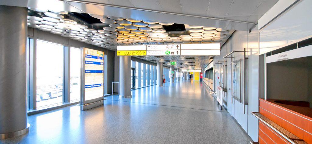 Bild: Leeres Flughafen-Gebäude