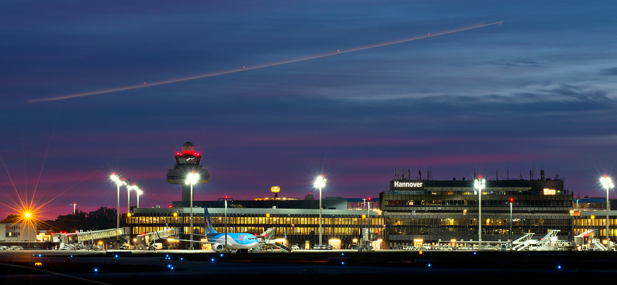 Bild: Flughafen Hannover bei Nacht