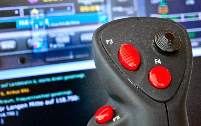 Bild: Flightstick am Flugsimulator