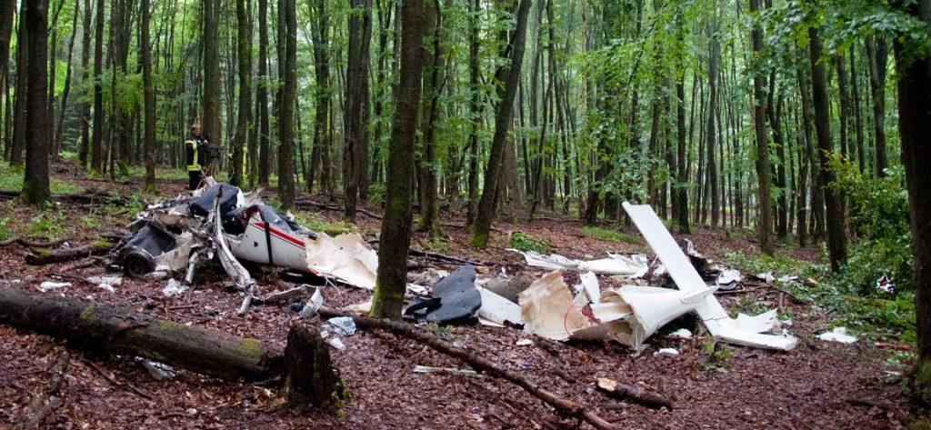 Bild: Völlig zerstörtes Wrack eines Ultraleichtflugzeugs