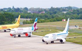 Bild: Geparkte Passagierflugzeuge