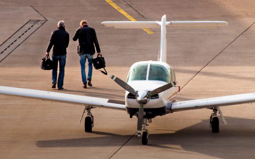 Symbolfoto Kleinflugzeug mit zwei Piloten