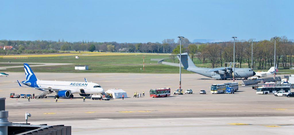 Bild: Vorfeld mit Flugzeugen