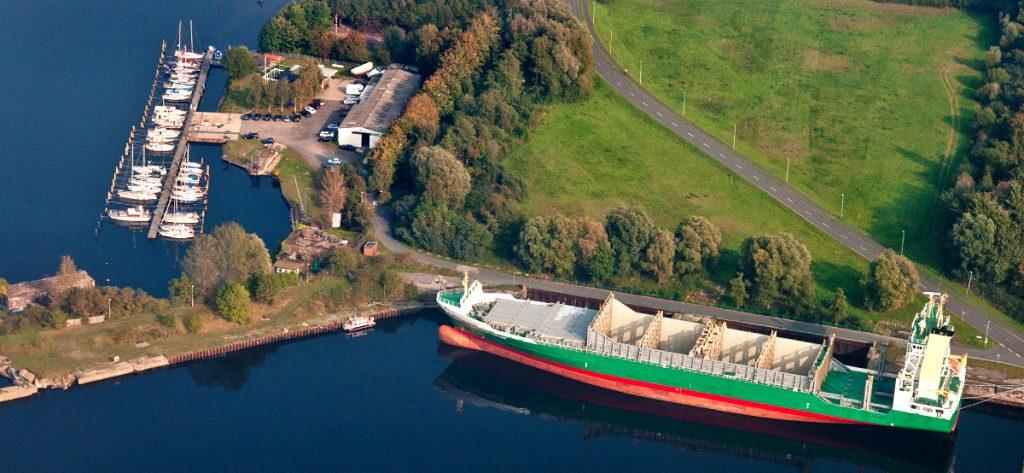 Luftbild Containerschiff Wilhelmshaven