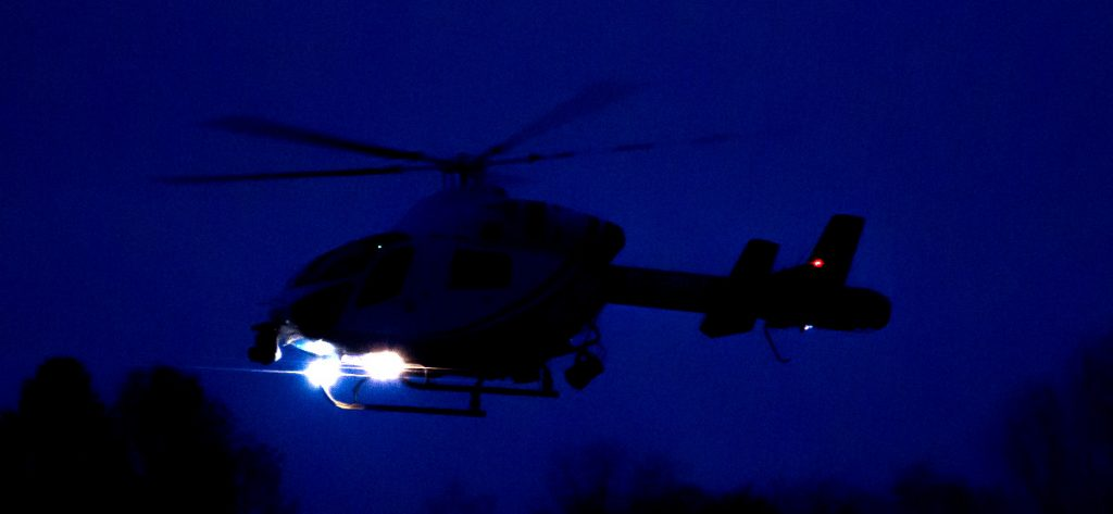 Bild: Polizeihubschrauber bei Nacht