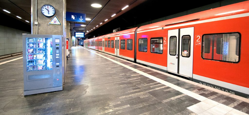 Bild: S-Bahn im Flughafenbahnhof
