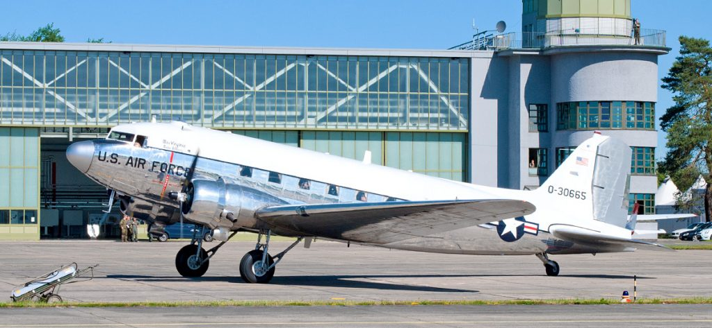 Bild: US-Airforce DC-3 0-30665