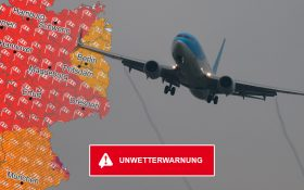 Grafik: Flugzeug mit Unwetterkarte