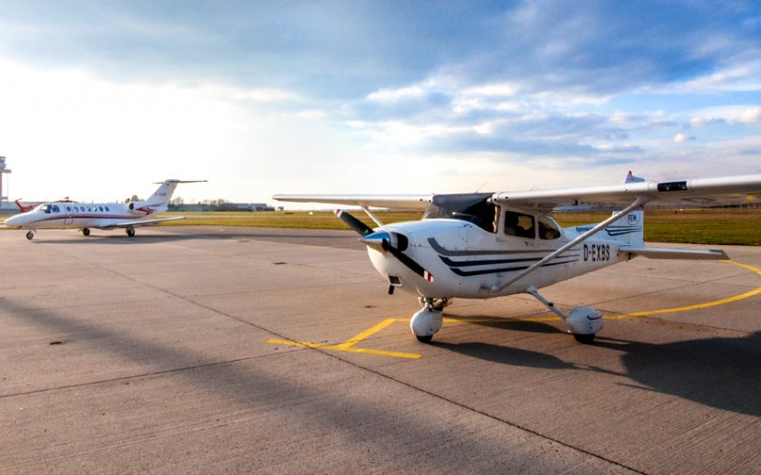 Bild: Kleinflugzeug und Privatjet