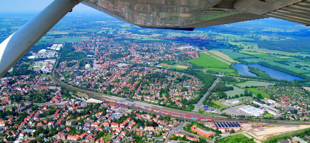 Bild: Luftbild Nienburg mit Tragfläche
