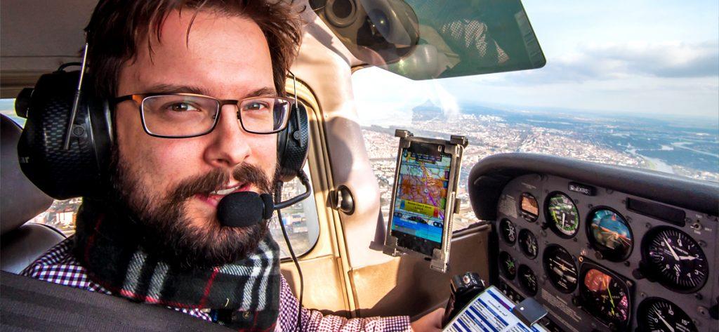 Bild: Privatpilot im Kleinflugzeug
